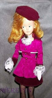 Vintage Tressy Make Up Doll in Modern Fashion Grow Hair Side Glance