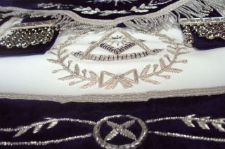 HAND EMBROIDED MASONIC GRAND LODGE PM APRON DAX 08   BLUE