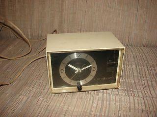 vintage GE General Electric AM Clock Radio Model C1400A in Working