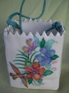 CERAMIC WHITE PAPER LOOKING BAG /HUMMINGBIRD   FLOWERS / ZIG ZAG TOP