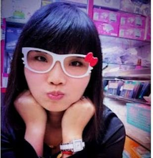 hello kitty glasses white in Collectibles