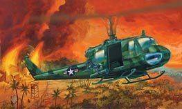REVELL 1/24 BELL HUEY GUNSHIP ARMY HELICOPTER MODEL KIT NEW