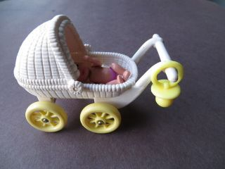 Happy Family Barbie baby & buggy