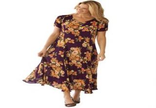Plus Size Petite dress in maxi length floral print, crinkle fabric