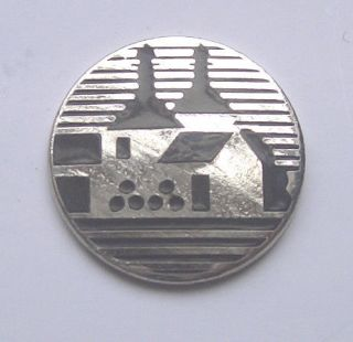 BOWMORE SCOTCH WHISKY ENAMEL LAPEL PIN BADGE FREE POSTAGE WITHIN THE
