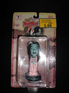 LITTLE BIG HEADS LILY MUNSTER BY SIDESHOW   NEW IN PACKAGE   MUNSTERS