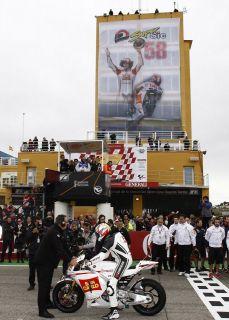 Kevin Schwantz   Marco Simoncelli Tribute Lap Photograph   Valencia #1