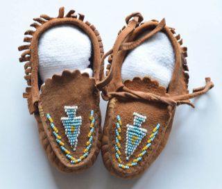 Native american indian moccasins beaded handmade flower childs vintage