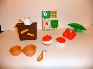 Vintage Strawberry Shortcake Berry Bake Shoppe Accessories Parts