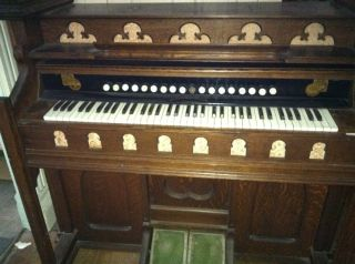 Oak Beckwith Chapel Reed Organ 6 Octave Keyboard 18 Stops Churchlike