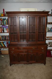 Beautiful Ethan Allen Queen Anne China Cabinet