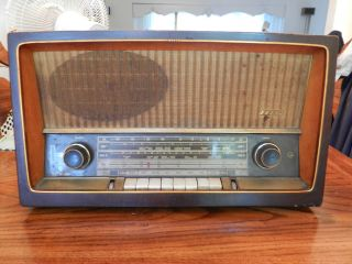 Vinage Grundig 2260U w German Radio Amazing Condiion