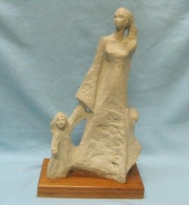 1978 AUSTIN PROD Sculpture Mother and Children Boy & Girl ART 15