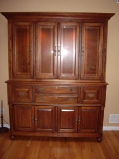 Richardson Brothers Cherry Wood China Cabinet Hutch Lighted.