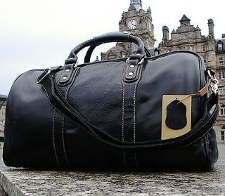 mens leather duffle bag in Clothing,