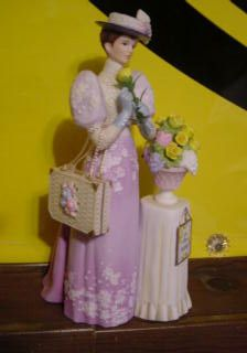 Mrs Albee 2001 Avon Award Figurine
