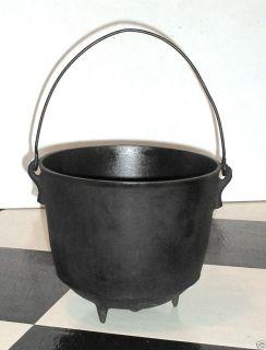 Antique 7 Black Cast Iron Kettle Bean Pot w Handle and Gate Mark 9 1 2