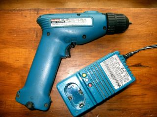 Makita 6172D 3/8 Drill & DC9700A Fast Charger BATTERY/CORDLESS/POWER