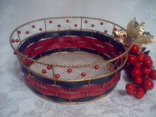 Christmas Holiday Red Beaded Gold Wire Basket Bread
