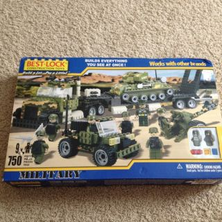 Best Lock Construction Toys Military Army Marine Camoflauge 750 Pieces