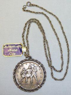Vintage Bicentennial Coin Pendant Necklace