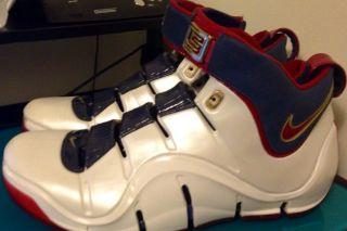 Nike Zoom Lebron IV 4 King James Mens Shoe Size US 11 Basketball LB23