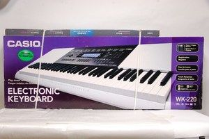 CASIO WK 220 76 KEY DIGITAL PIANO ELECTRONIC KEYBOARD WITH KEYBOARD