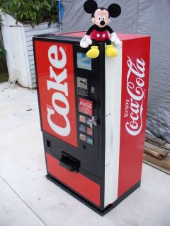 SMALL COKE PEPSI SODA WATER VENDING MACHINE DIXIE NARCO 320 WORKS