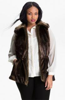 Ellen Tracy Wing Collar Faux Fur Vest (Plus)
