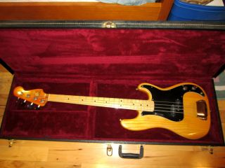 1977 1978 VINTAGE FENDER PRECISION ELECTRIC BASS GUITAR W HARD CASE