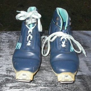 set of SNS SALOMON cross country ski boots. These boots are a size