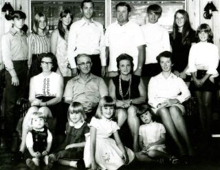 Lloyd and Doris in center with daughter Julia and her family on the