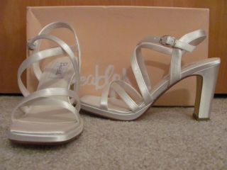 Dyeables Heels White Satin Wedding Dress Shoes size 6 5 M Bride