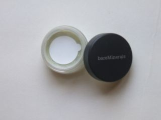 BARE id MINERAL BARE ESCENTIALS ESSENTIALS REFRESH EYECOLOR SHADOW