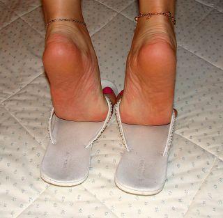 Well Worn White Flip Flops Sandals Sz 9 Absorbent Toe Prints School