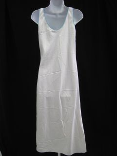 you are bidding on a fernando sanchez j white full length night gown