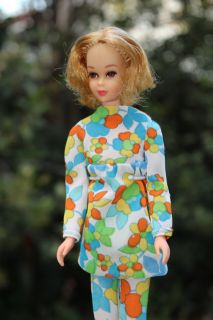 Vintage 1970 Blond TNT Twist N Turn Francie Barbie Doll in Bloom Zoom