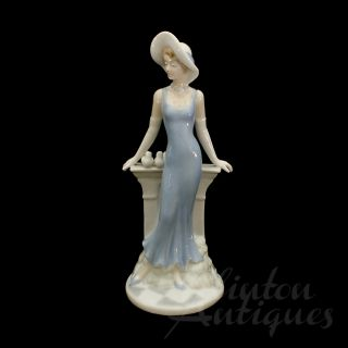 La Parisienne Franklin Mint Porcelain Figurine Fulgencio Garcia