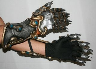Lion's Gauntlets Gloves Hands Medieval Look
