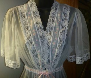 VTG GILEAD SHEER WHITE PINK EMBROIDERED ROSES ROBE PEIGNOIR SZ MEDIUM