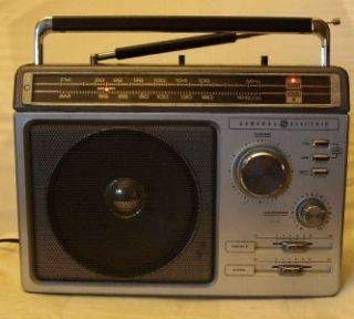GE GENERAL ELECTRIC AM/FM RADIO 7 2881C KNOWN AS THE SUPERADIO CUB