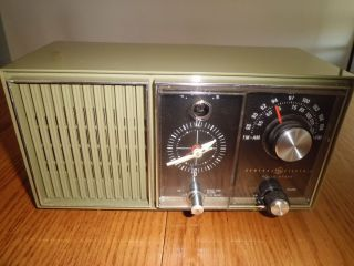 Vintage Working 1960s General Electric Clock Radio Solid State Am FM