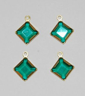 These are such beautiful emerald green glass beads, so gorgeous These