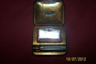 VINTAGE GEM RAZOR WITH METAL CASE Very Collectible