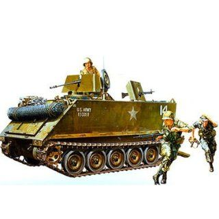 Armoured Personnel Carrier Tank w/Soldiers 1/35 Tamiya: Toys & Games