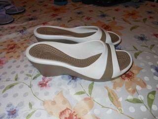 Womens 7 Crocs White Tan Sandle Heel Flats Platform Wedges