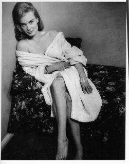 Shirley Eaton Sexy James Bond Girl in 1960s