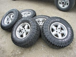 Jeep 15 Alloy Wheels Rim and 31x10 5x15 Goodyear Wrangler Duratrac