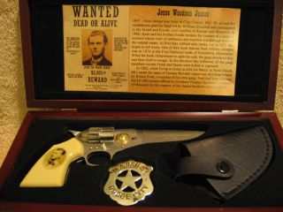 Jessie James Collectable Gun Pocket Knife Wood Case