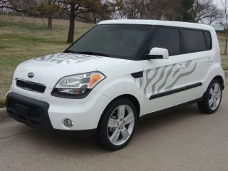 Kia Soul Graphics Kit EE 1652 Decals Trim Emblems 2010 2011